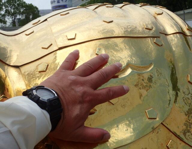 金シャチ 触ってきました。